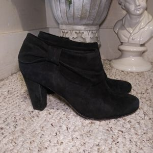 EUC Kate Spade Blk Suede Side Bow Ankle Bootie